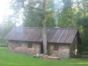 renoveeritud saun-sepikoda