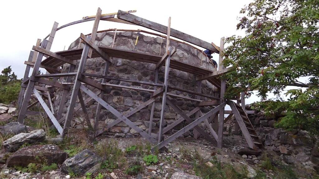 Linnuse taastamine